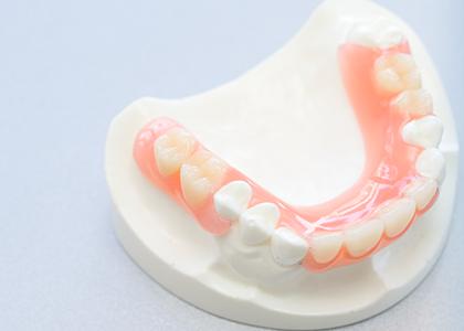 良く噛める『精密』な入れ歯治療に力を入れています