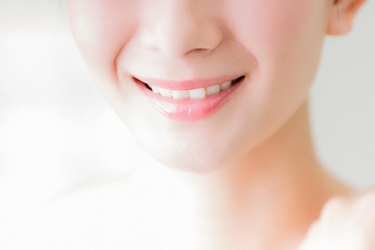 白く輝く歯を実現するホワイトニング